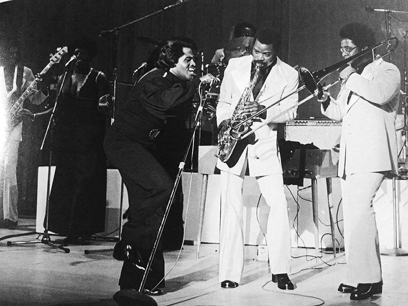 Black to the Music - James Brown B5 - JB and Fred Wesley (trombone) et Maceo Parker (sax) between 1973 and 1975