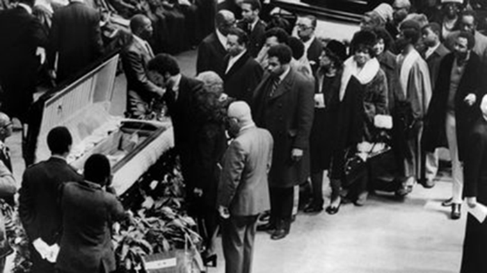 Black to the Music - Mahalia Jackson - A10 - funeral services at the Arie Crown Theater at McCormick Place on Feb 1, 1972, in Chicago - (c) William Kelly - Chicago Tribun