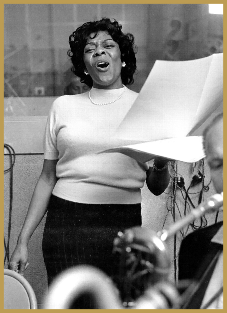 Black to the Music - Dinah Washington in the recording studio 1962 (photo by Chuck Stewart)