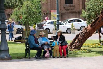 Auf dem Plaza de Armas trifft man Einheimische und Touristen