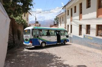 Die Strassen sind grad breit genug, damit die Minibusse wenden können.