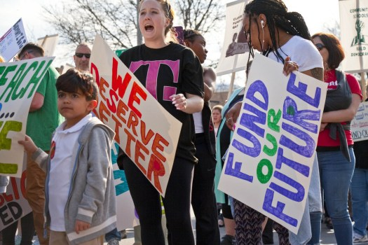 480,000 students affected as Los Angeles teachers go on strike for better wages, conditions