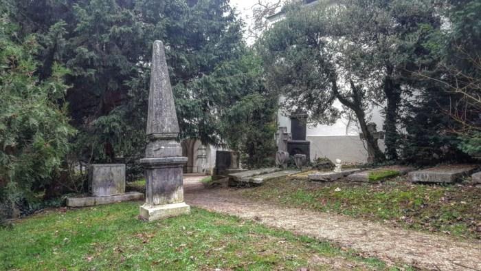 Jurjevsko groblje danas je mirno, sneno i pomalo zaboravljeno, a bilo je najveće u Zagrebu i svjedočilo prolasku povijesti