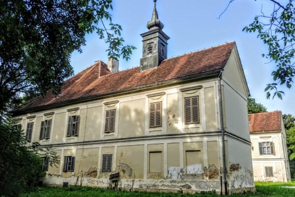 U Gupčevom kraju na obroncima Medvednice, stoji Golubovec, dvor koji čuva dragocjenu biblioteku kajkavske riječi
