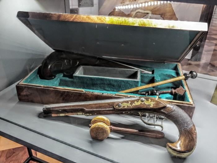 Pištolji za dvoboj nijemo svjedoče o vremenu kad je duel bio obveza, a život riskirao za čast koja nije trpjela kukavice