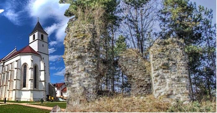 Od tvrdog grada Voćina stoji samo jedan zid, a tamošnju crkvu napadači su rušili, a narod svaki put ponovo izgradio