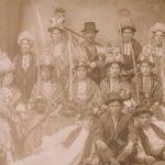 Od vremena starih Slavena, postoje ljelje koje naoružane sabljama i odjevene kao kraljice ophode kuće i izvode rituale