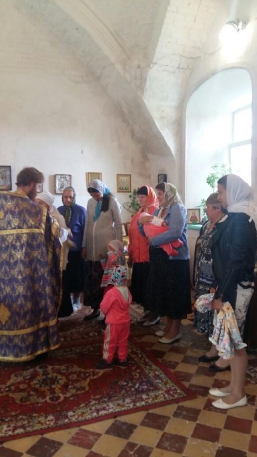 Иеромонах Иоанн (Железов Павел Александрович), во Владимирском храме поселка Индустрия отслужил праздничную Божественную литургию