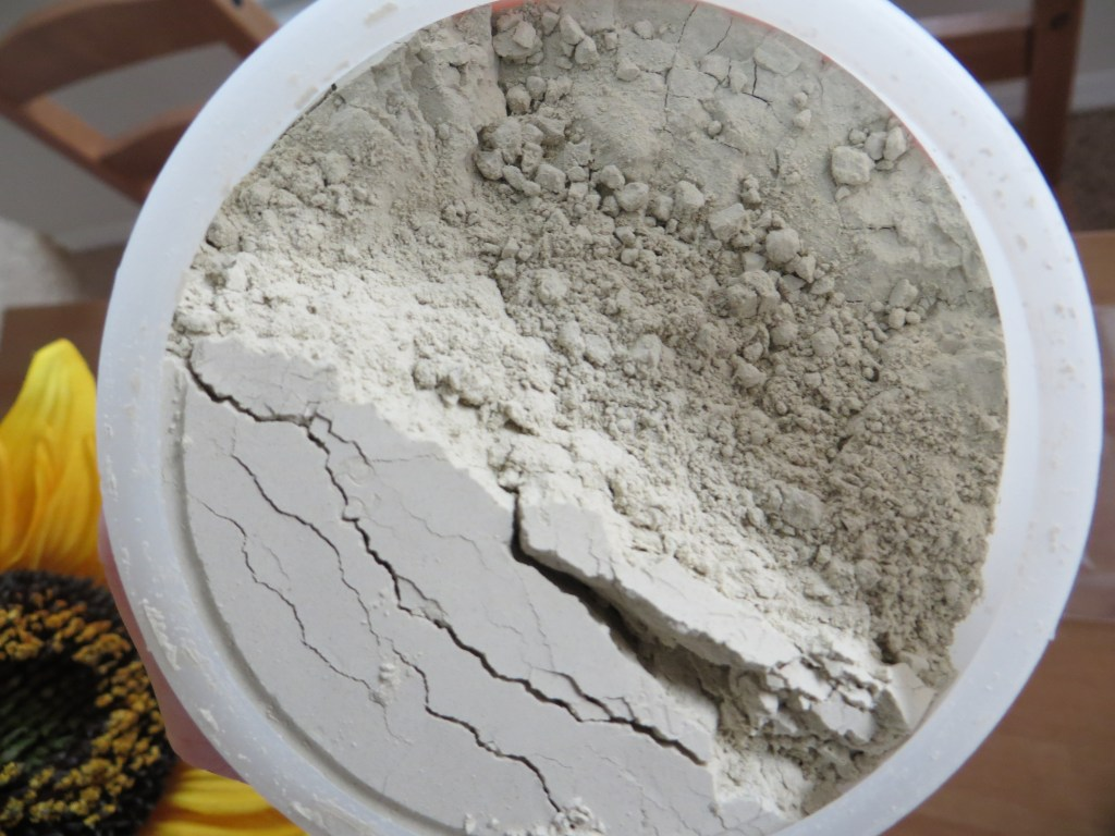 How to make and use a bentonite clay face mask | Blair Blogs