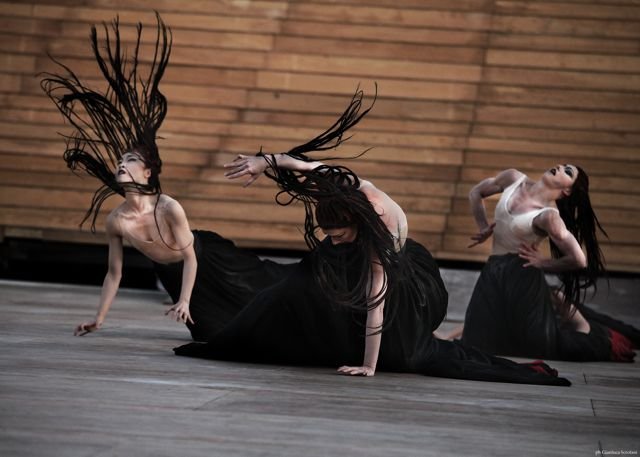 The Martha Graham Dance Company Gals Go For Broke ; Photo by Gianluca Scrofani