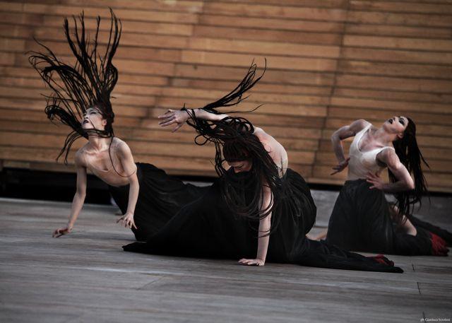 The Martha Graham Dance Company Gals Go For Broke ; Photo by Gianluca Scrofani