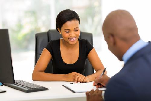 Une femme sans dette à l'esprit libre avant le mariage