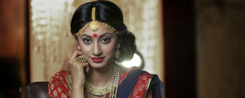 Zoom sur le bindi, cette marque sur le front des belles Indiennes (et des Indiens)