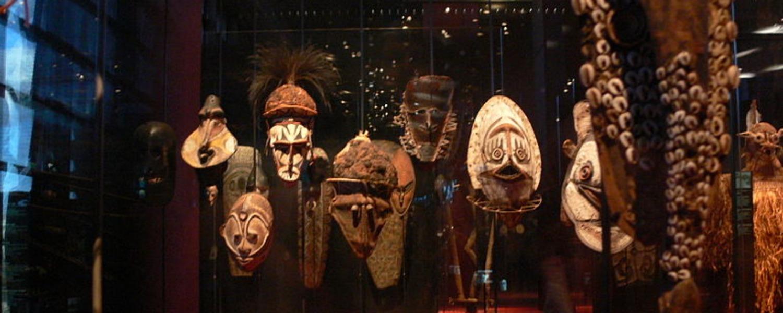Le Musée du Quai Branly, l'espace dédié aux arts et cultures  d'Afrique, d'Océanie, d'Asie et d'Amérique,