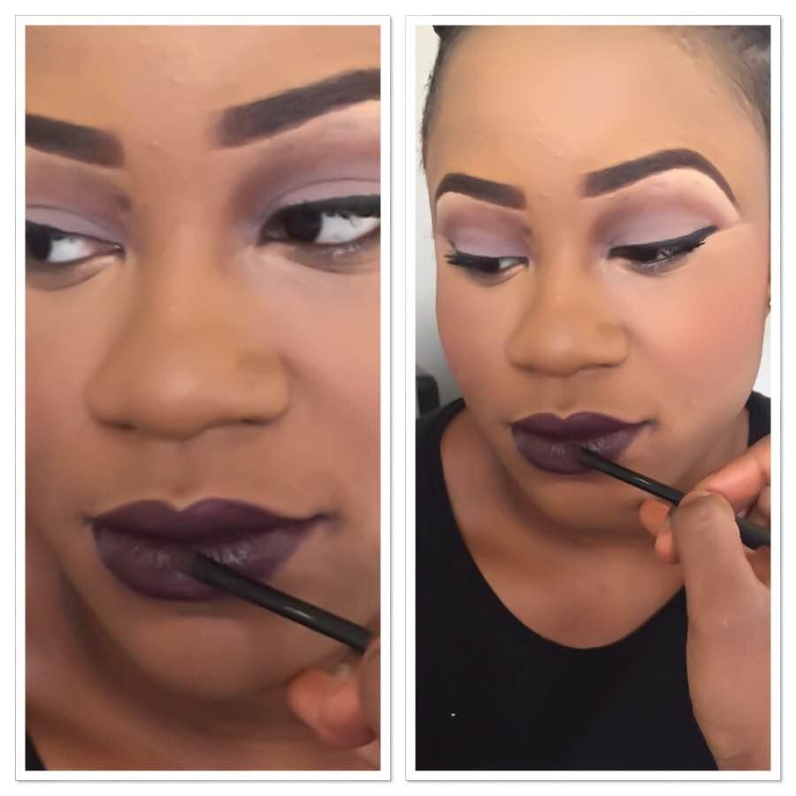 Le maquillage avec des lèvres foncées
