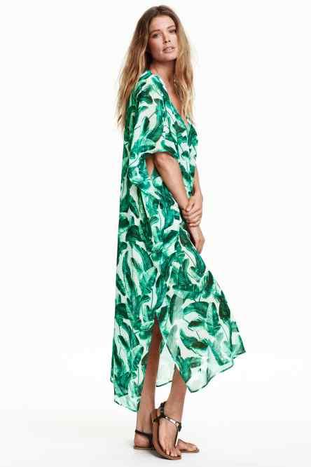 Kate Moss porte un caftan qui sent bon l'été !