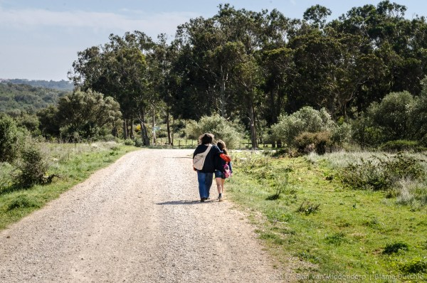 photo: mother and daughter walking @ Quinta do Pisão