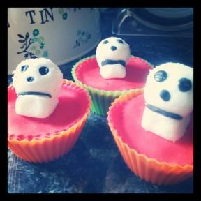 Glitter skull cupcakes
