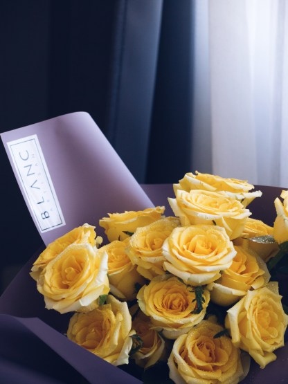 TOPAZ - YELLOW ROSES   ROSE DYNASTY   BLANC SIGNATURE