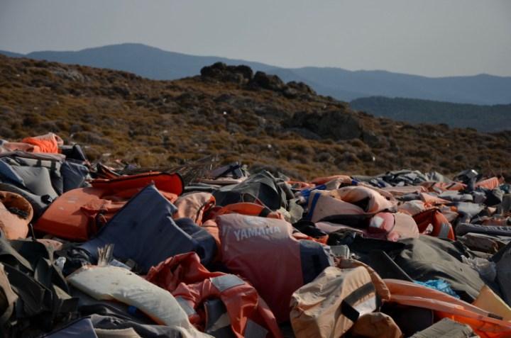Flytvästar som spolats i land på den Grekiska ön Lesbos