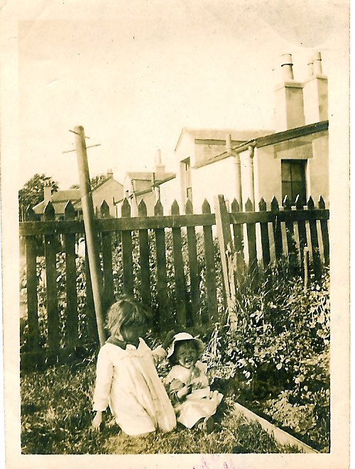 1917 Margaret & Chrissie Duncan at Enterkin, Broompark Rd