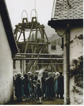 Sunday 31st Aug 1930 Pit crowds