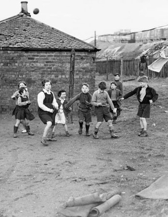 1948 kids play at Priory row blantyre