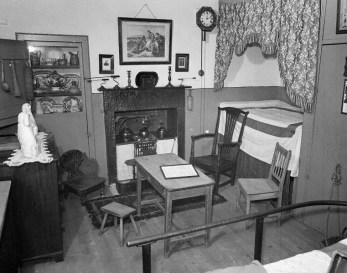 1959 David Livingstone Birthroom, Shuttle Row