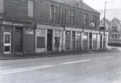c1977 Smiddy Bar at Bottom of Elm Street, junction Glasgow Road