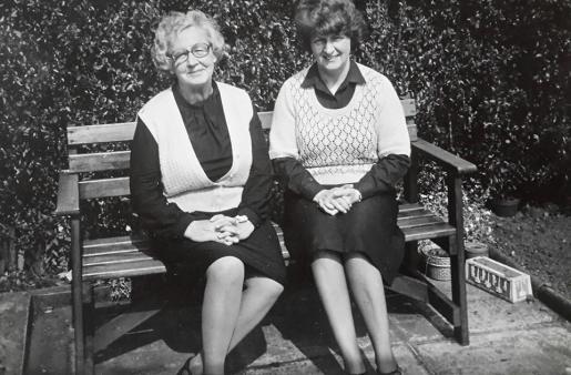 1981 Maisie & Christine Gardner at Stonefield Crescent. Shared by N Scott