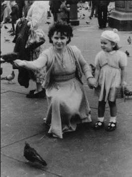 1951 Elizabeth Weaver & her mother in London