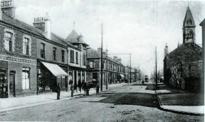 1903 McAlpine's Buildings on left. Dolans lived above the shops.
