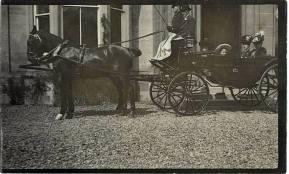 1905 Thomas Denholm at Greenhall with Moore family
