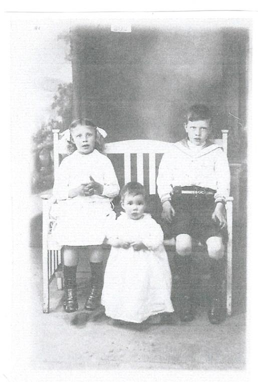 1916 Chrissy, Margaret and John Duncan (my grandpa) (PV)