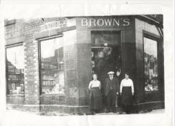 1910's Browns Shop at corner of Logan Street. Shared by Rosemary Harper