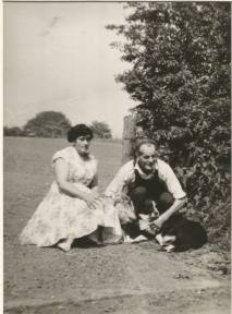 1940s(?) Jimmy and Minnie Rochead at Malcomwood Farm