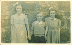 1944 Nancy, John and Margaret Duncan (PV)