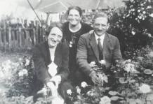 1930 Jenny, Maisie and Mr Gardner at Auchinraith Road. Shared by N Scott