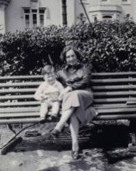 1936 Bill Gardner and mother Maisie on holiday