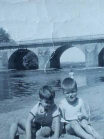 1956 Playing at the Lido. Shared by Ian Cochrane
