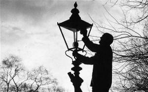 lamp-lighter_2032760c