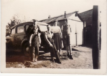 Early 1950s Duncan family with John Duncan right.
