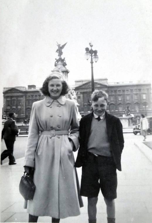 1951 sims at Buckingham palace