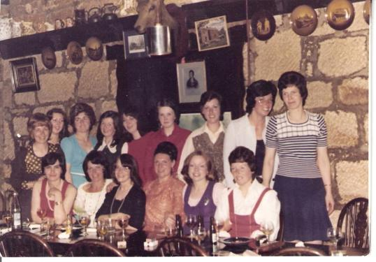 1974-blantyre-mothers-at-hasties-by-maureen-friery-moran