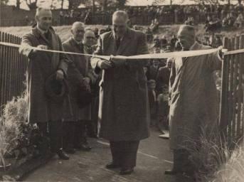 1952 Councillors open David Livingstone Bridge (PV)
