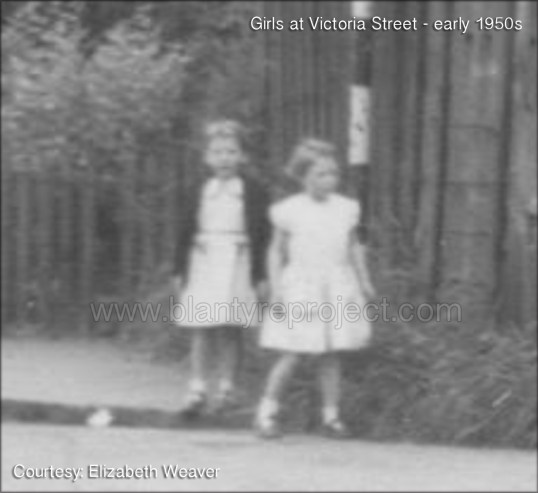 190s early girls at Victoria Street