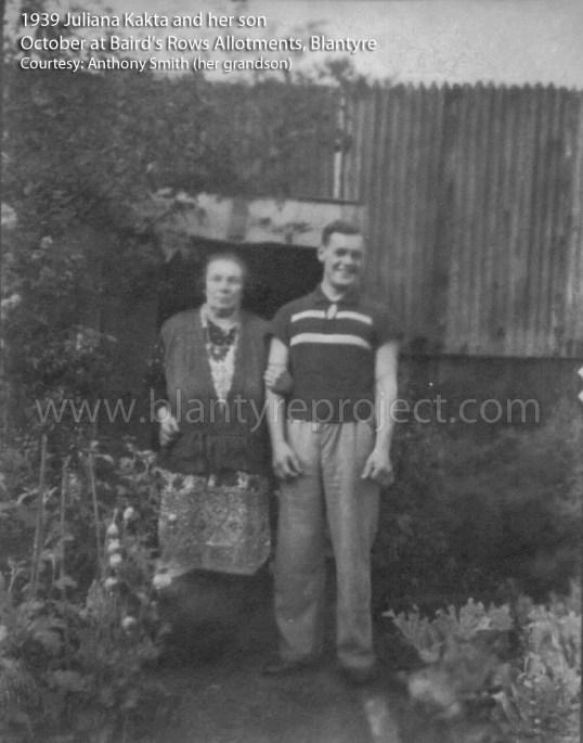 1939-juliana-kakta-and-her-son-oct-bairds-rows-wm