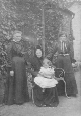 1900 Christina Brown, Jessie Braid, Katie Ford and daughter at Boathouse