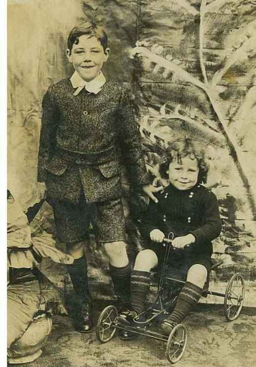 1909 Andrew & Margaret Linday at Merry's Rows