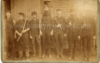 1905 George Brown, tall man in centre